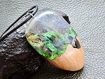Náhrdelníky - Drevený náhrdelník - Dúha v pralese - 11072745_