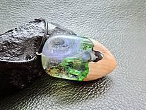 Náhrdelníky - Drevený náhrdelník - Dúha v pralese - 11072747_