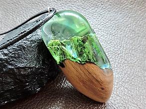 Náhrdelníky - Drevený náhrdelník - Vodopád v pralese - 11072692_