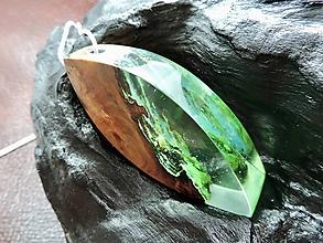 Náhrdelníky - Drevený náhrdelník - Elegancia v prírode - 11072890_