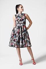 Šaty - Šaty neoprénové čierne s farebnými kvetinami - 11078388_