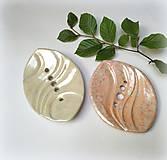 Nádoby - Keramická mydelnička - reliéfna - 11078056_