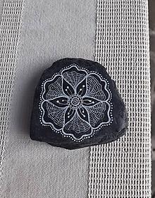 Drobnosti - ČB čipkovanie na bridlici - Na kameni maľované - 11074990_