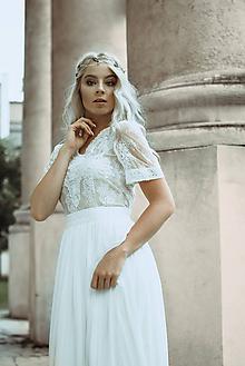 Šaty - Svadobné šaty z francúzskej krajky lemované portou s nazbieranou sukňou - 11078311_