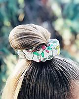 Ozdoby do vlasov - Bavlnená elastická gumička scrunchie white - 11075596_
