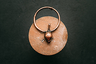 Náhrdelníky - Prívesok šípka - 11077560_