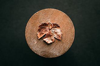 Náhrdelníky - Prívesok viničný list mini - 11077846_