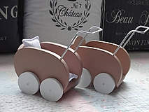 Dekorácie - Drevený kočiarik - 11080009_