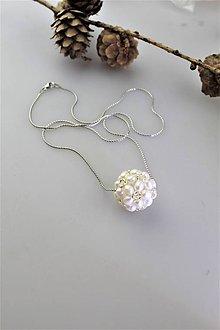 Náhrdelníky - splietané perly prívesok na striebornej retiazke - 11081901_