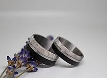 Prstene - Titanové obrúčky s ebenom a parožím - 11079098_