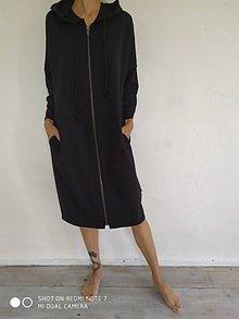 Šaty - • ŠTEPOVANÉ šaty s kapucňou • - 11081316_