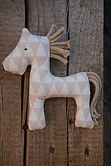 Hračky - koník ....staro-ružový trojuholník - 11079867_