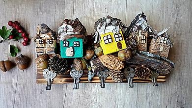 Nábytok - Vešiak na kľúče s domčekmi - 11085031_