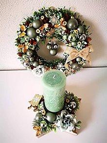 Dekorácie - Vianočný veniec so svietnikom - 11084052_
