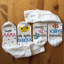 """Obuv - Maľované biele ponožky s nápisom : """"Super MAMA/MAMKA/ ešte lepšia BABIČKA"""" (sada) - 11085139_"""