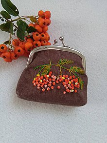 Peňaženky - Jarabinková (ručne vyšívaná mincovka) - 11088232_
