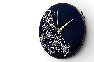 Hodiny - Lily, ručne vyšívané nástenné hodiny - 11087985_