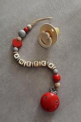 Detské doplnky - Retiazka na cumlík s menom červená - 11087777_