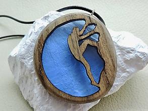 Náhrdelníky - Drevený náhrdelník - Horolezec - 11088612_