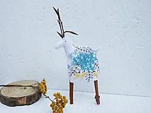 Dekorácie - Jeleň vyšívaný modrý, tyrkysový, žltý - 11091689_