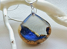 Kvapka vody- Živicovo drevený náhrdelník