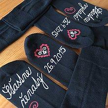 Obuv - Maľované ponožky pre novomanželov / k výročiu svadby (čierne s bielo červenou maľbou) - 11092564_