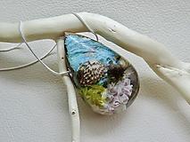 Náhrdelníky - Morské dno- drevený nahrdelník so striebornou retiazkou - 11093925_
