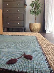 Úžitkový textil - pleteny koberec - 11093690_