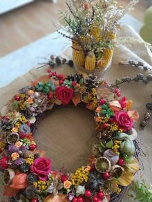Dekorácie - Jesenný veniec 🍁🌹🌿 - 11097483_
