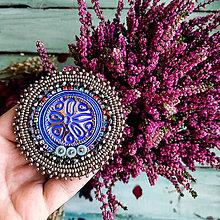 Odznaky/Brošne - Silver Blue Mandala  - vyšívaná brož - 11097572_