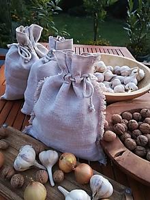 Úžitkový textil - Ľanové vrecko  na uskladnenie cesnaku, cibule, orechov..... - 11095786_