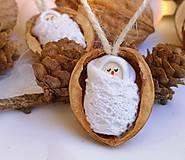 Dekorácie - Vianočné oriešky s bábätkom, biela čipka - 11095407_