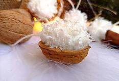 Dekorácie - Vianočné orechy chlpaté, biele - 11095880_
