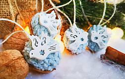 Dekorácie - Vianočné orechy bledomodré s holubicami - 11095915_