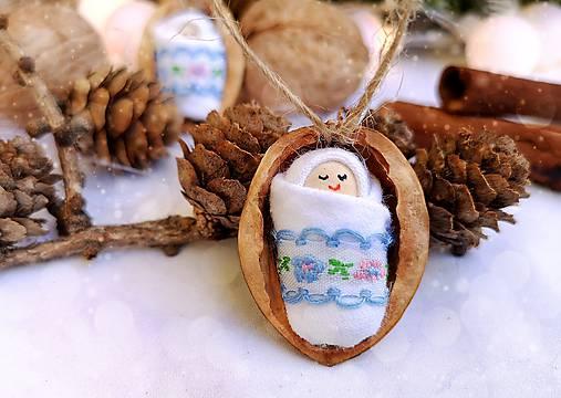 Vianočné oriešky s bábätkom, vyšívaná stuha bledomodrá