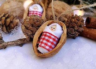 Dekorácie - Vianočné oriešky s bábätkom, červená, károvaná stuha - 11095379_