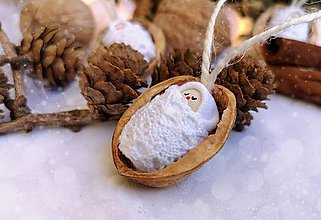 Dekorácie - Vianočné oriešky s bábätkom, biela čipka - 11095406_