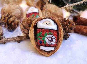 Dekorácie - Sada vianočných orieškov s bábätkom, červená folk stuha - 11095428_