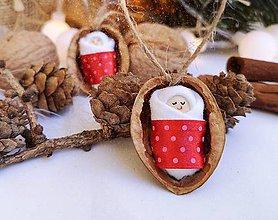 Dekorácie - Sada vianočných orieškov s bábätkom, červená stuha - 11095466_