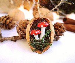 Dekorácie - Vianočné oriešky s muchotrávkami - 11095539_