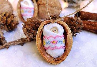 Dekorácie - Sada vianočných orieškov s bábätkom, vyšívaná stuha ružová - 11095555_