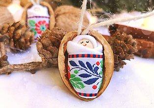 Dekorácie - Sada vianočných orieškov s bábätkom, folk stuha - 11095668_