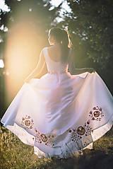 Šaty - Svadobné šaty s výšivkou - 11098585_