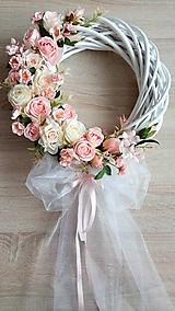 Dekorácie - Svadobny veniec v jemnych farbach - 11099496_