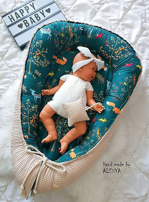 Hniezdo pre bábätko z vafle bavny so zvieratkami