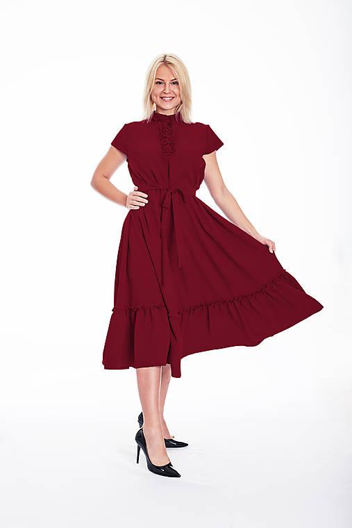 Šaty - Štýlové voľné šaty s volánom  - 11102774_