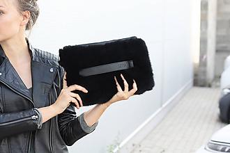 Kabelky - Koženo-kožušinová listová kabelka- ČIERNA - 11102698_