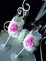 Nádoby - Svadobné poháre s čipkou a kvetmi(ružové) - 11102421_