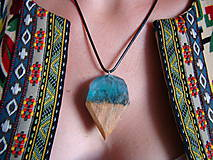 Náhrdelníky - Rozprávkový mach- Drevený prívesok modrý - 11103833_
