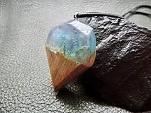 Náhrdelníky - Rozprávkový mach- Drevený prívesok modrý - 11103842_